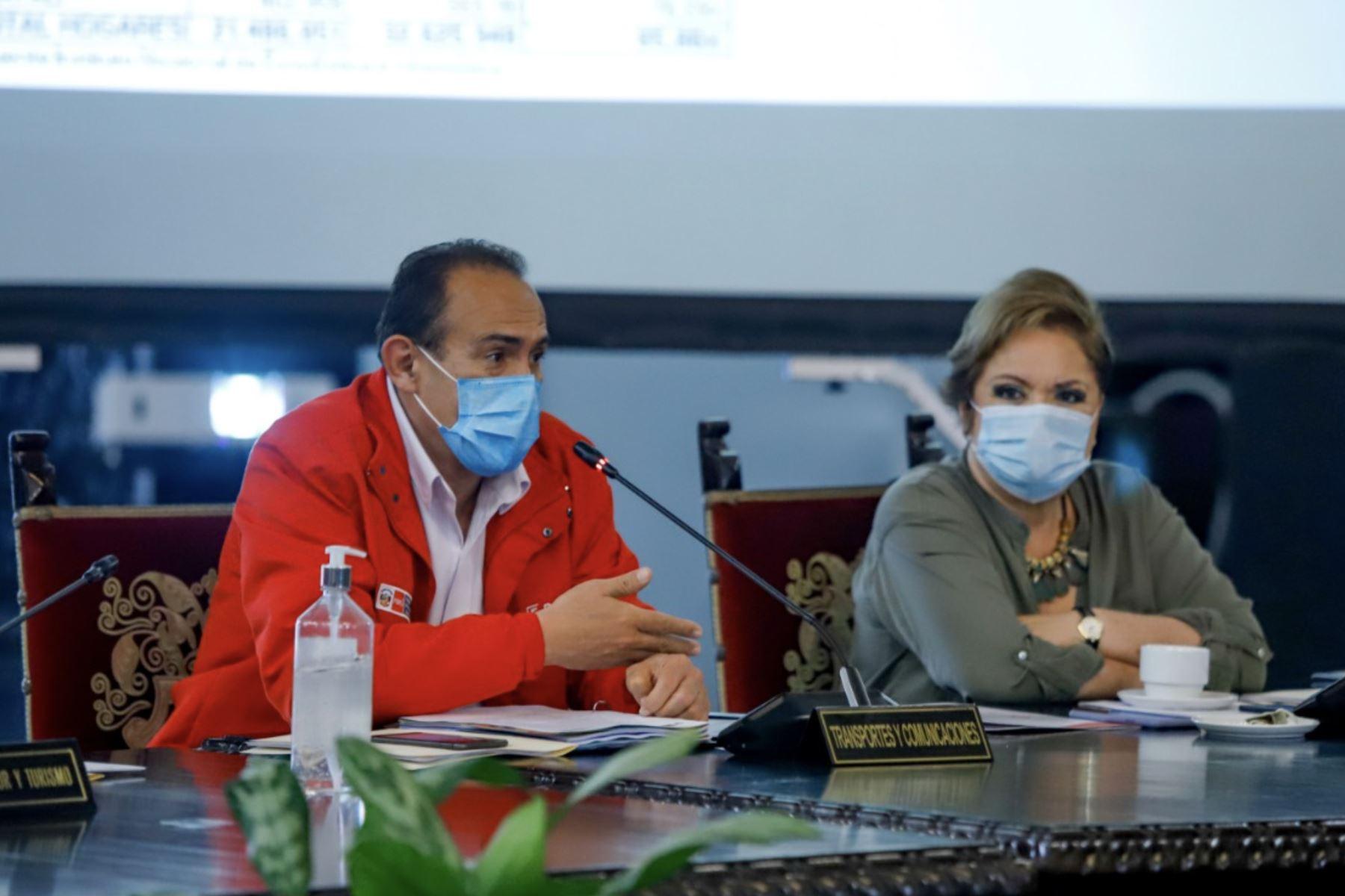 Presidente Martin Vizcarra, junto al titular de la PCM, Walter Martos, encabeza una nueva sesión del Consejo de Ministros, donde se evalúan los avances en la lucha contra la pandemia, las medidas adoptadas para la reactivación económica y el apoyo social a la población. Foto: ANDINA/PCM