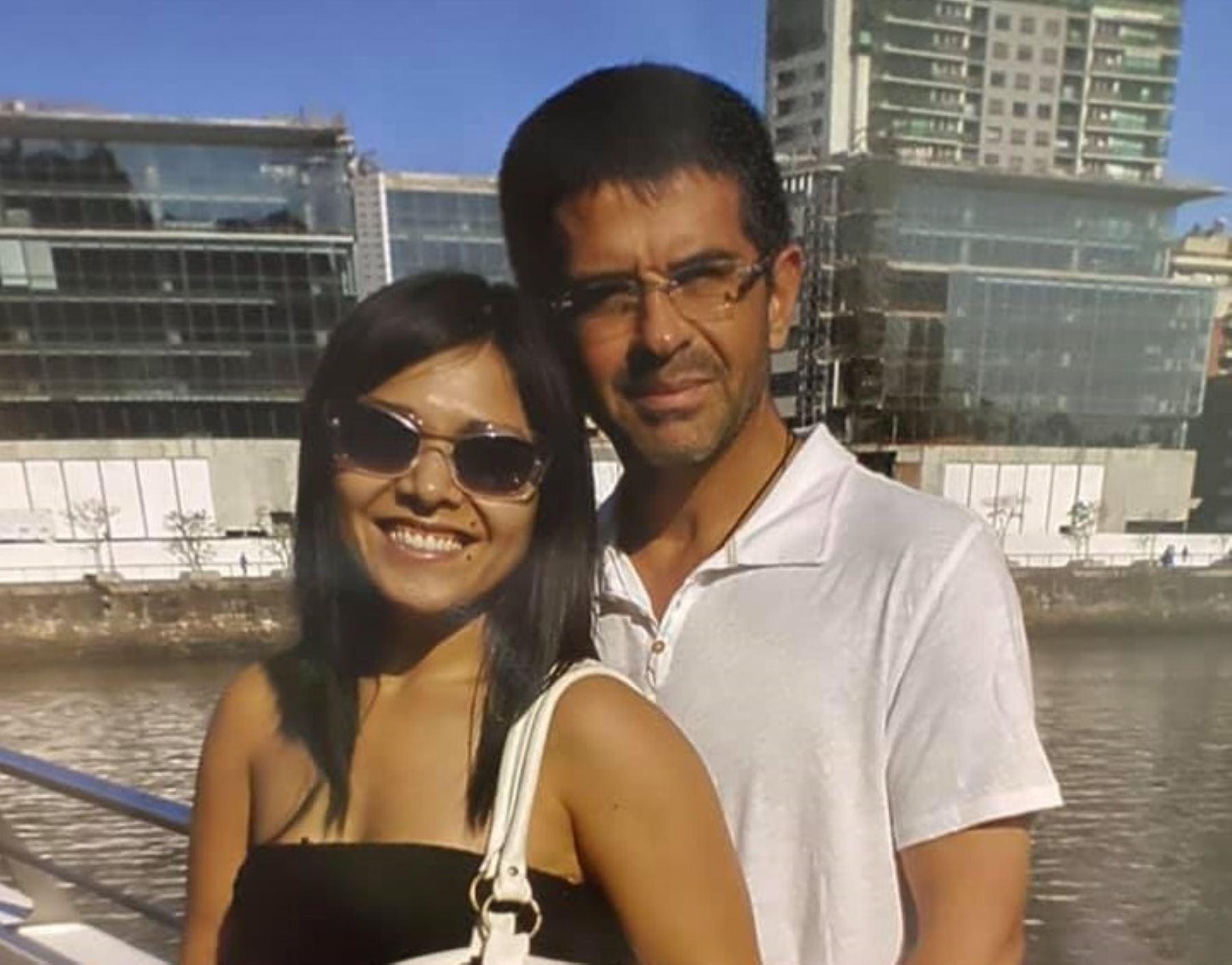 El exgerente televisivo Javier Carmona junto a su esposa Tula Rodríguez. Foto: Facebook