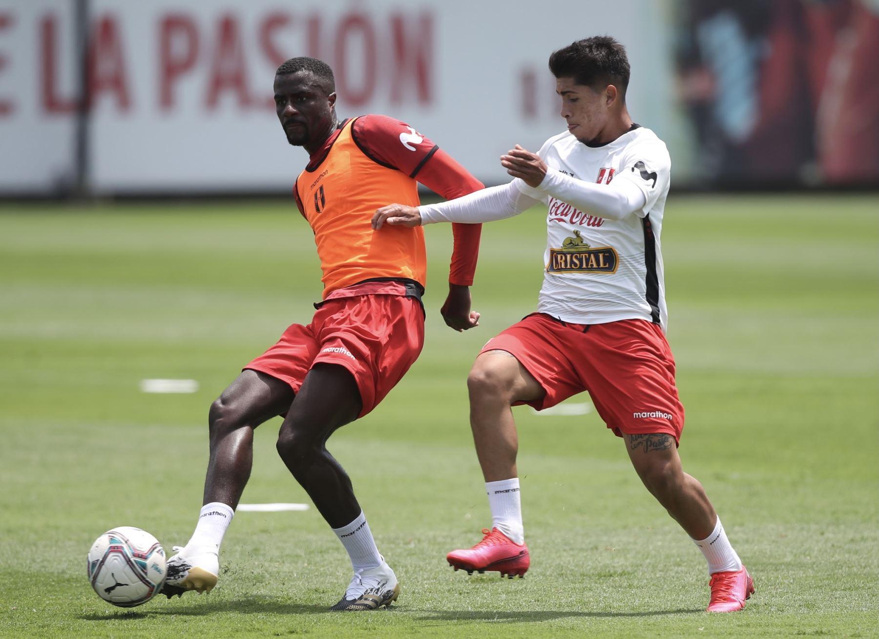El futbolista Christian Ramos de la Selección peruana completó sus entrenamientos por tercer día consecutivo en el Complejo Deportivo Videna FPF, con miras a su debut en las Clasificatorias a Qatar 2022. Foto: @SeleccionPeru