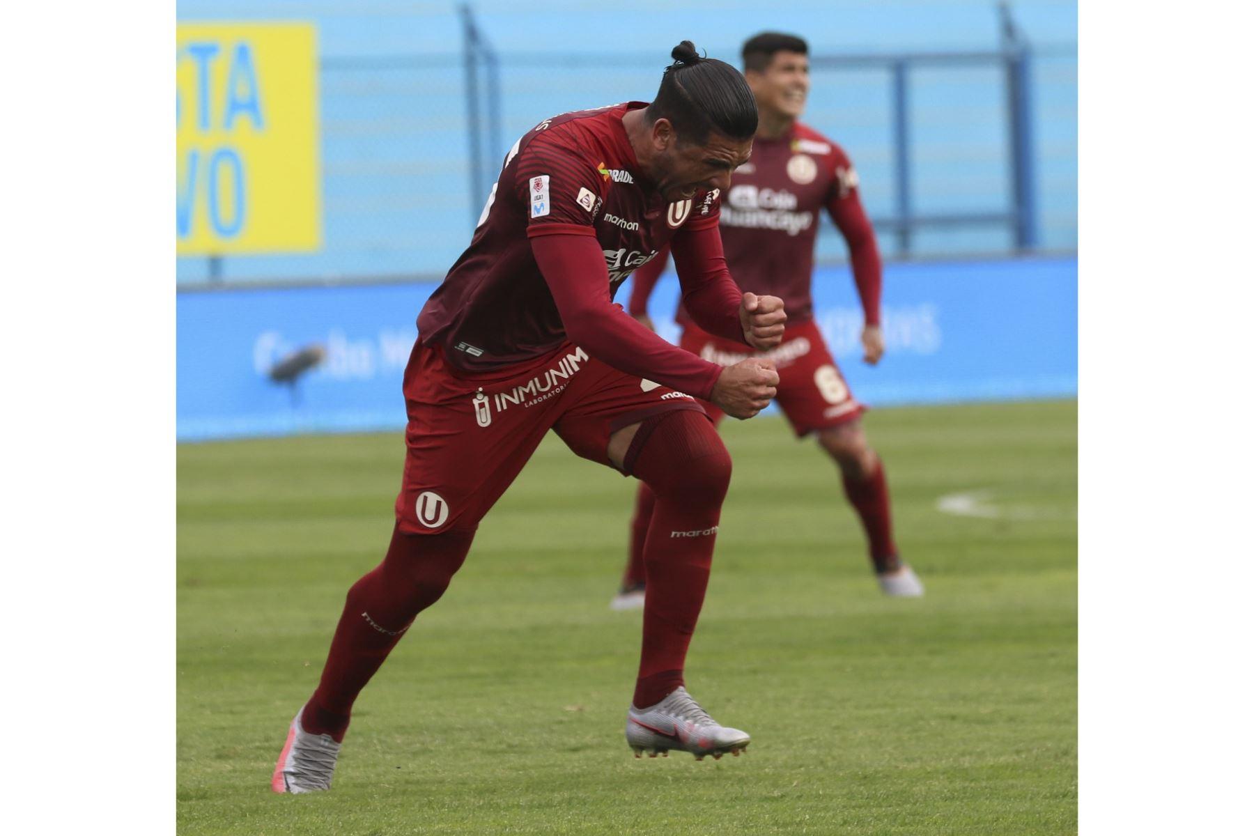 Jonathan Dos Santos celebra luego de anotar en la goleada de Universitario de Deportes a Deportivo Municipal que culminó 5-0 por la fecha 15 del Torneo Apertura de la Liga 1.  Foto: FPF  Foto: FPF