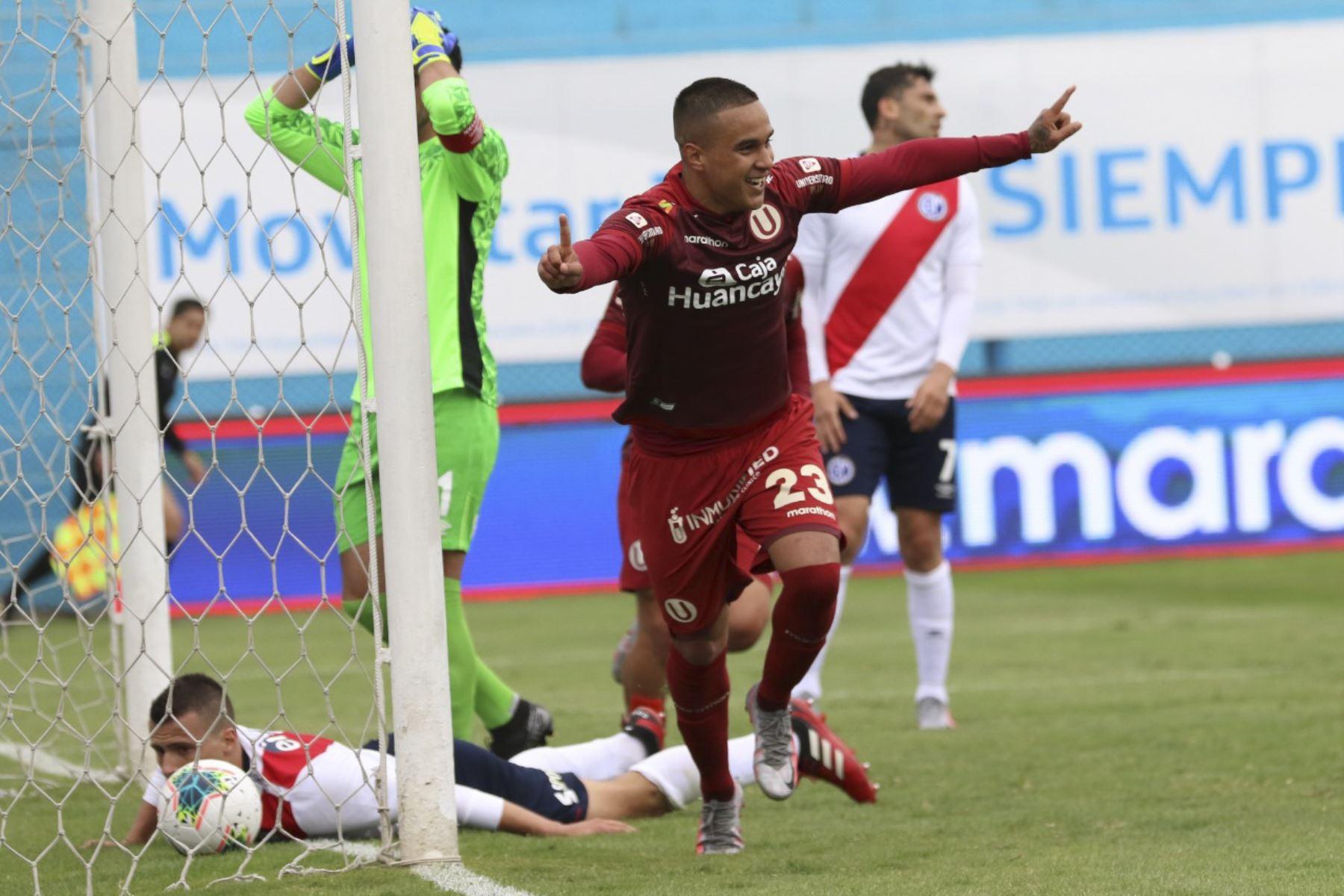Celebración de Jesús Barco luego de anotar en la goleada de Universitario de Deportes a Deportivo Municipal que culminó 5-0 por la fecha 15 del Torneo Apertura de la Liga 1.   Foto: FPF