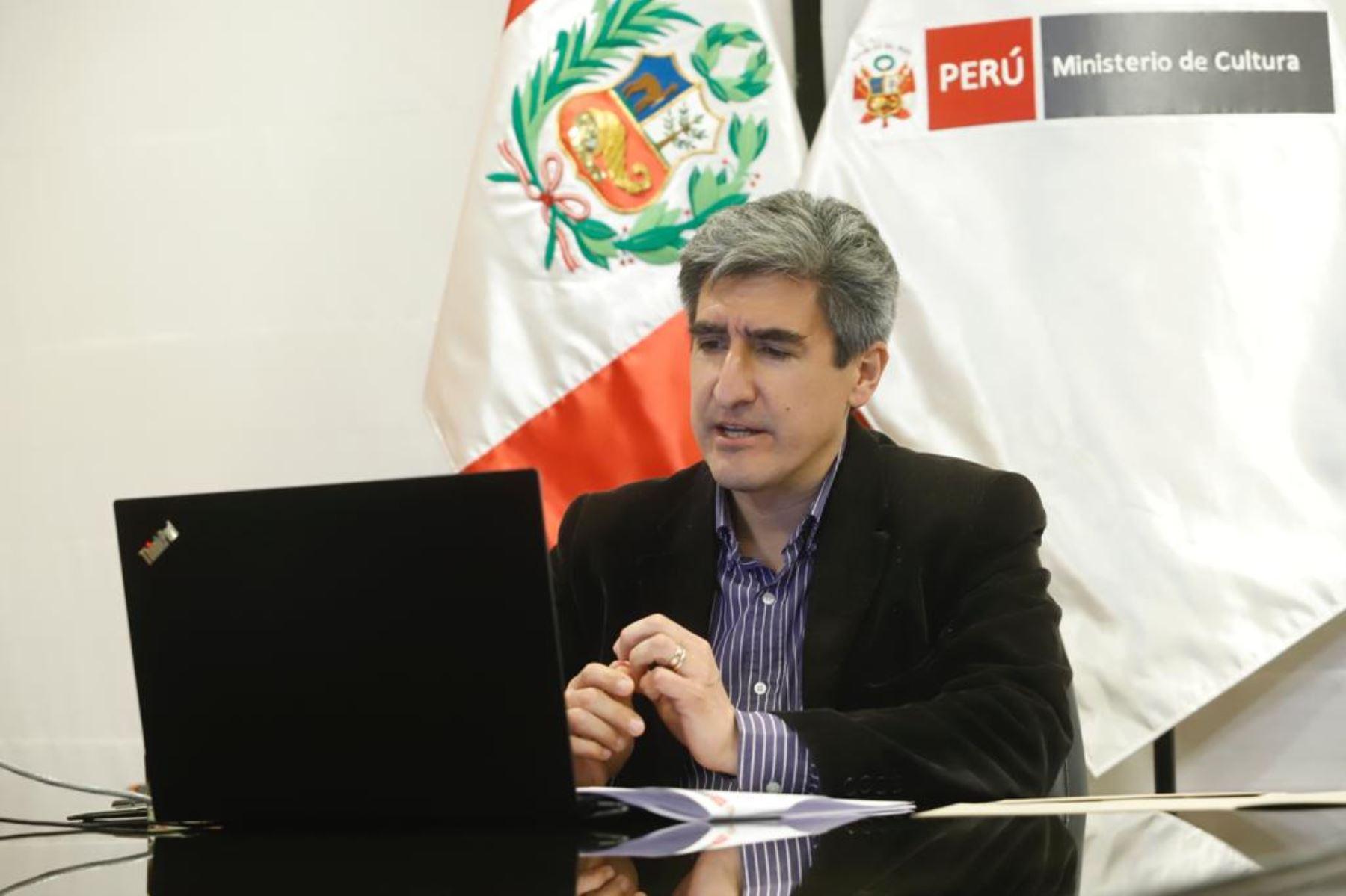 El ministro Alejandro Neyra resaltó que, a la fecha, el sector ha desarrollado 14 cursos de traductores e intérpretes de lenguas indígenas. Foto: Ministerio de Cultura