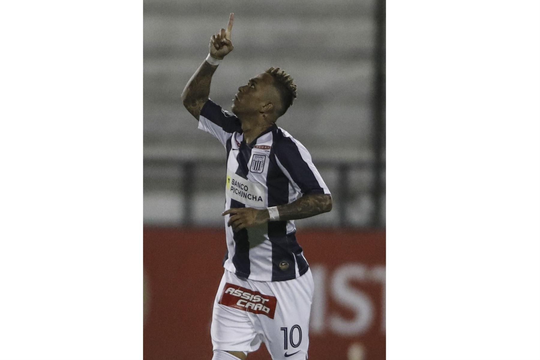 Joazinho Arroé de Alianza Lima festeja luego de anotar ante Estudiantes de Mérida de Venezuela por el grupo F de la Copa Libertadores, en el estadio Alejandro Villanueva.   Foto: AFP