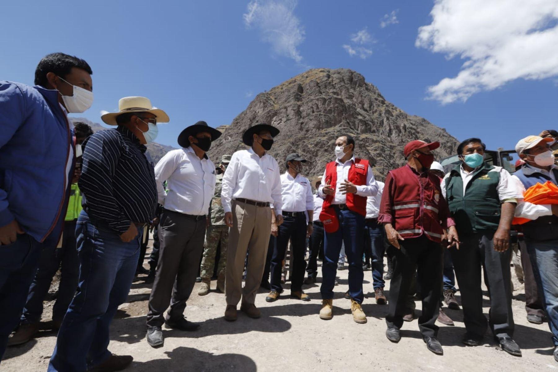 El presidente Martín Vizcarra Vizcarra, inspecciona los trabajos de mejoramiento y conservación del Corredor Vial Aplao- Chuquibamba-Cotahuasi-Pausa, los trabajos de inversión de Arranca Perú en el tramo Huaycanotas – Jochapamp. Foto: ANDINA/ Prensa Presidencia