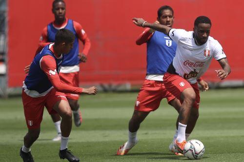 Con Miguel Trauco y André Carrillo la selección peruana trabajó por cuarto día en La Videna.
