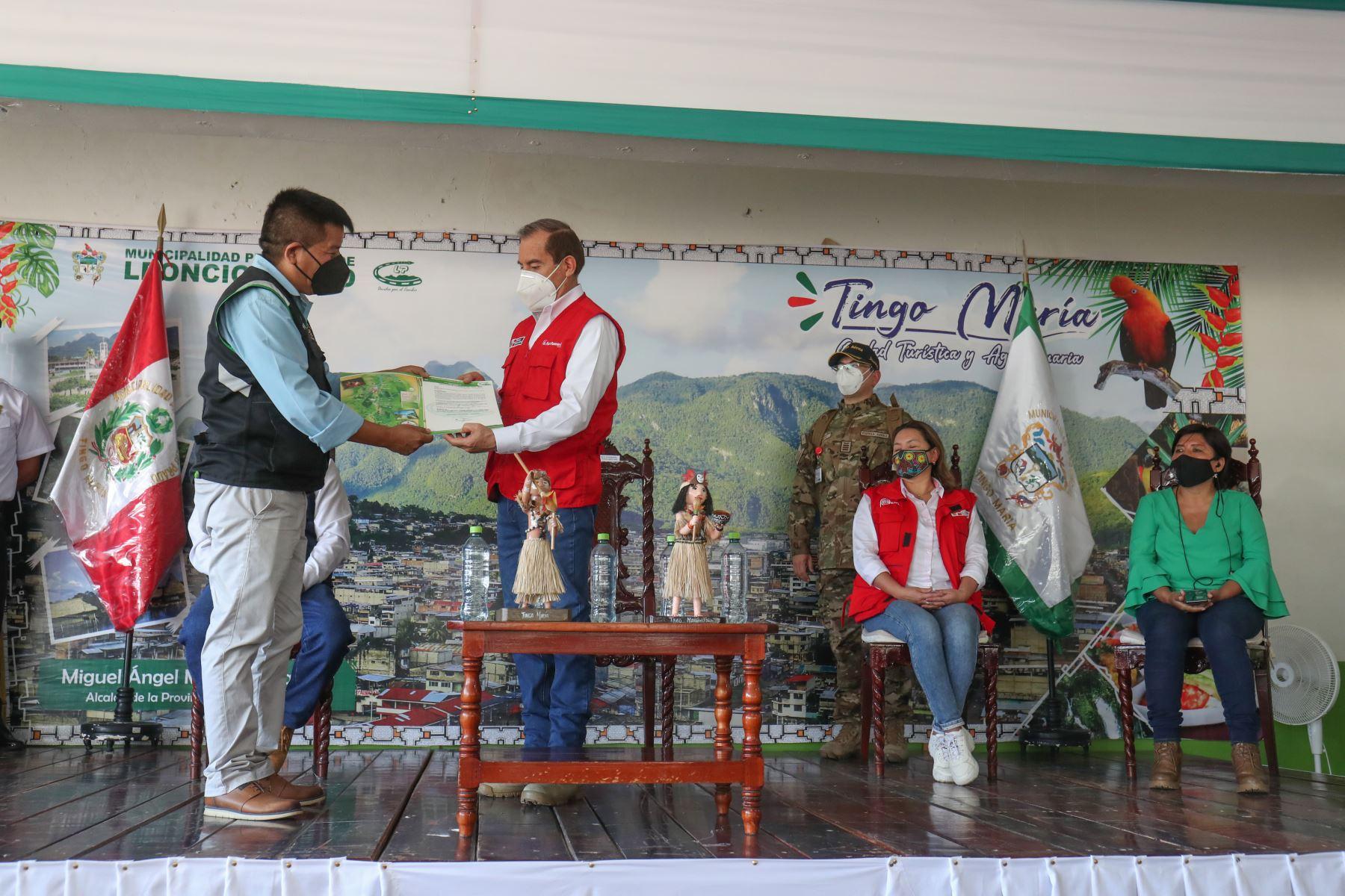El presidente del Consejo de Ministros, Walter Martos, junto a la ministra de Comercio Exterior, Rocío Barrios realizan visita de trabajo en la Región Huánuco. Foto:ANDINA/PCM