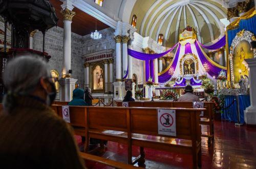 Arequipa: fieles acuden a la iglesia San Agustín para rezarle al Señor de los Milagros