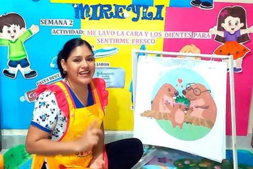 Profesora Mireyle Jiménez Santillán enseña a nueve alumnos del CEBE-004 Sagrado Corazón de Jesús, algunos de los cuales tienen discapacidad severa, baja visión, parálisis cerebral infantil o multidiscapacidad.