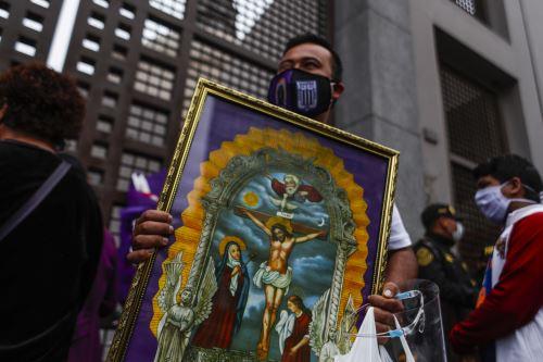Fieles llegan a los exteriores de iglesia Las Nazarenas ANDINA/Renato Pajuelo
