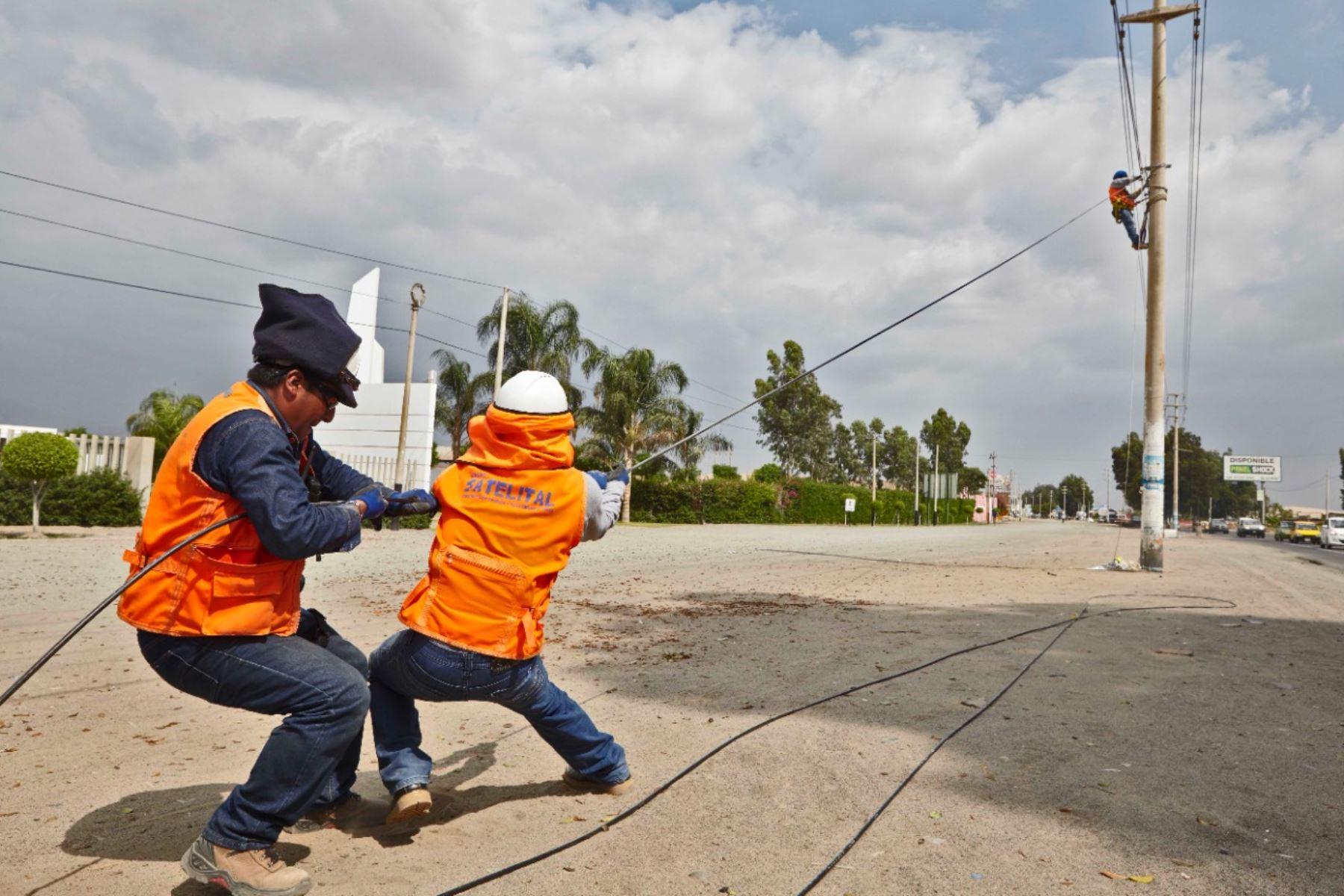 Un total de 1,210 localidades rurales de Cajamarca se beneficiarán con internet de alta velocidad gracias al convenio suscrito por el MTC y el Gobierno Regional de Cajamarca. ANDINA/Difusión