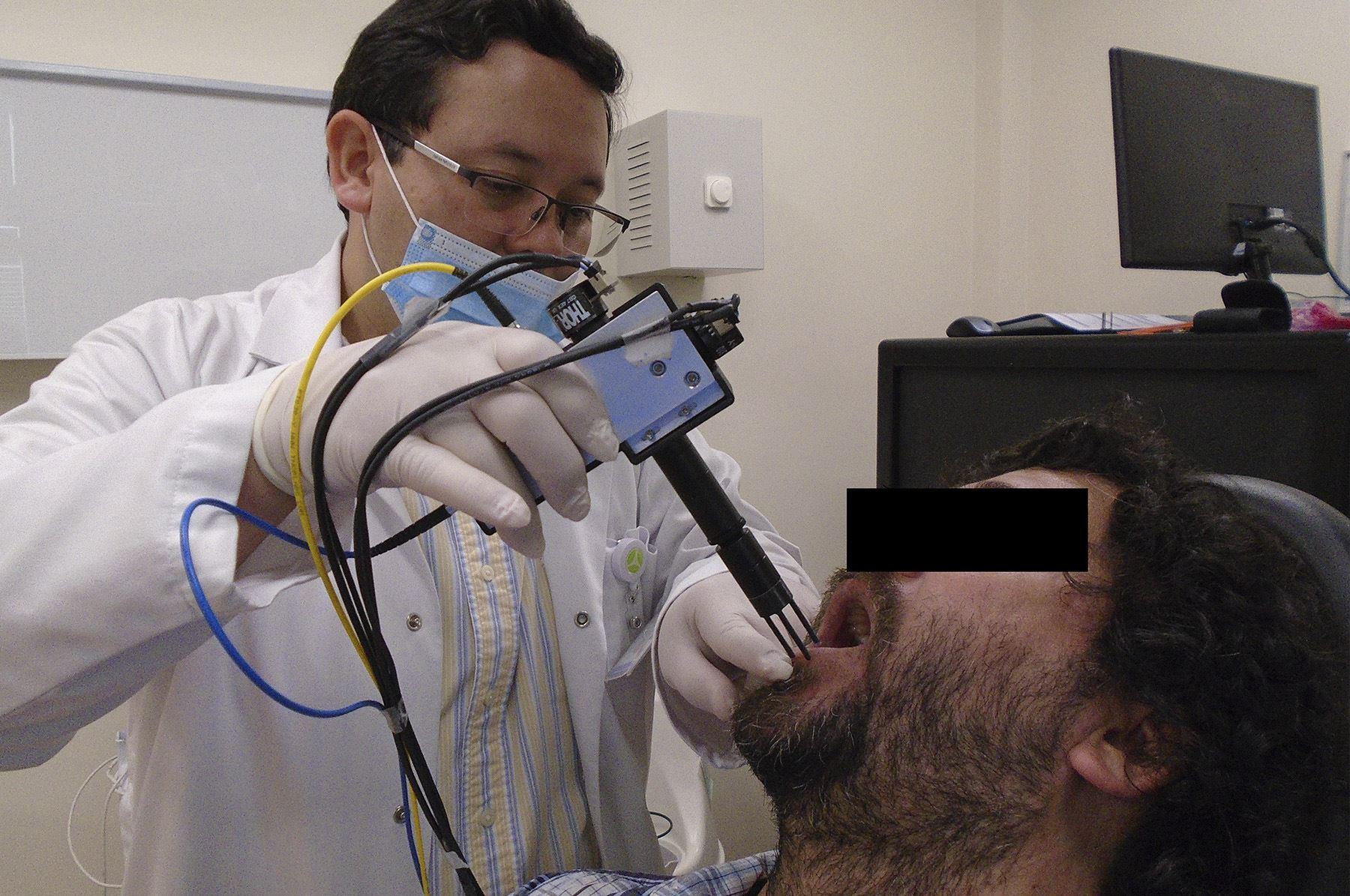 La finalidad de este proyecto es facilitar la detección de las lesiones malignas o cancerígenas de la boca en forma más temprana.
