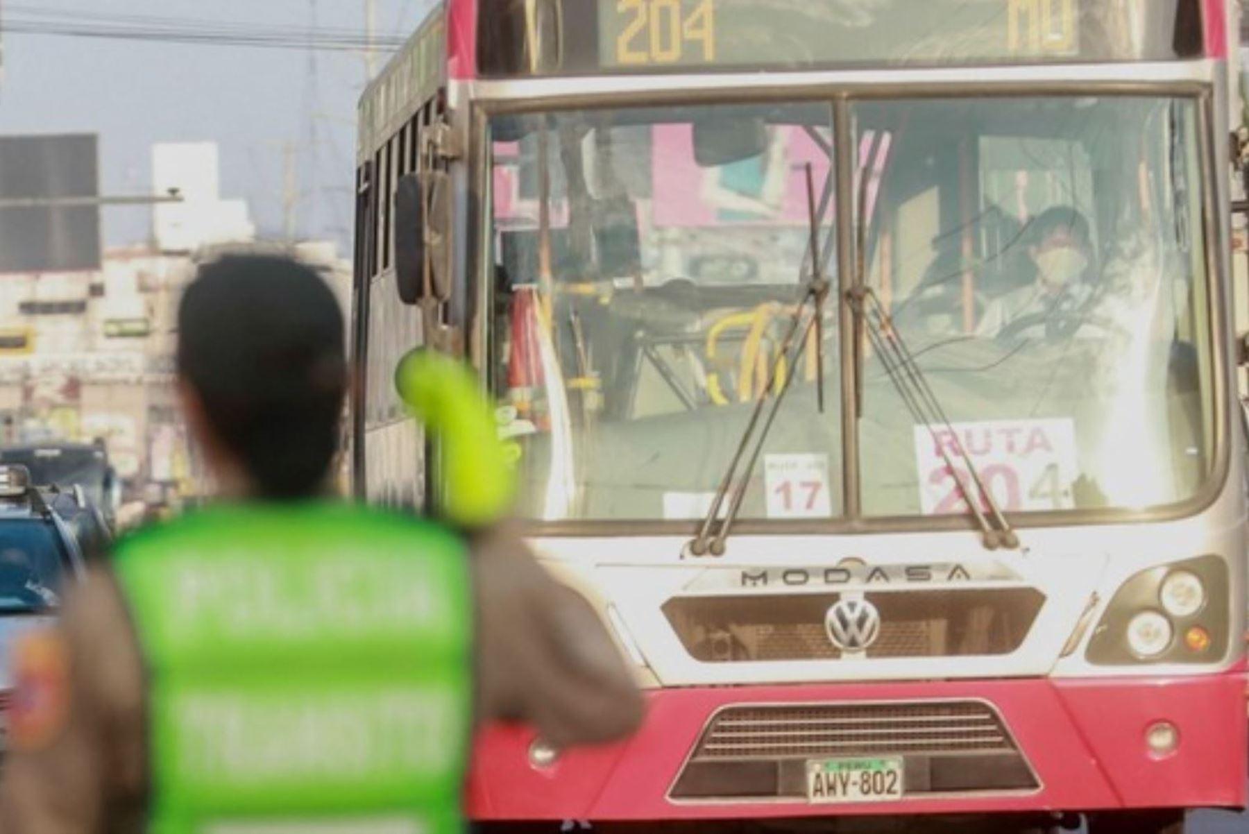 Mañana se iniciará entrega de subsidio para servicio de transporte de personas. Foto: ANDINA/archivo.