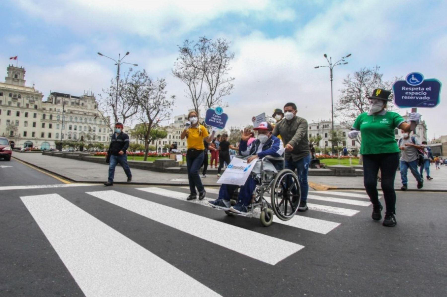 Los Fantásticos Viales concientizan a los peatones ciclistas y conductores para respetar los espacios que usan las personas con discapacidad. Foto: ANDINA/Difusión