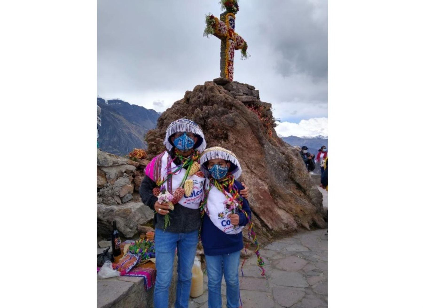 Rudy Estremadoyro Mejía y Bastian Estremadoyro, padre e hijo, respectivamente, se convirtieron en los primeros turistas que visitaron el valle del Colca, en Arequipa, tras la reapertura de los destinos turísticos pospandemia de covid-19.