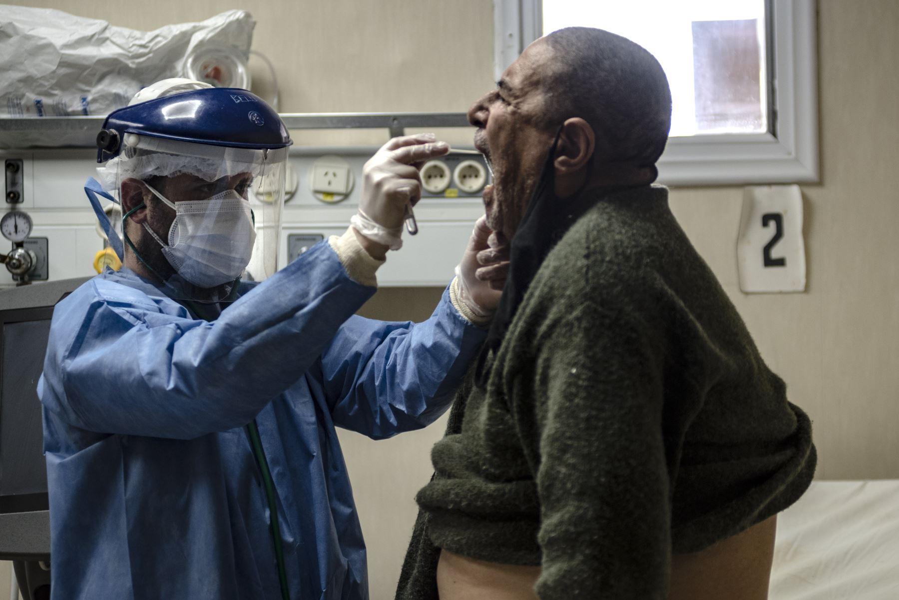 Argentina es el quinto país en el mundo por número de casos y el décimo segundo por número de muertos, según estadísticas de la AFP. Foto: AFP