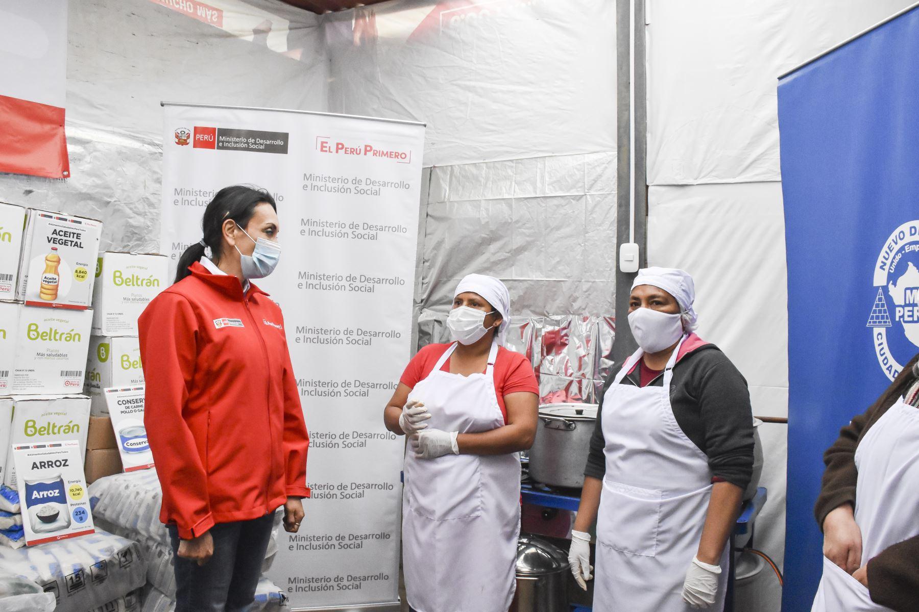 Ministra de Desarrollo e Inclusión Social  Patricia Donayre, visitó a las madres del comedor Sagrado Corazón de Jesús en el distrito de Mi Perú del Callao. Foto: ANDINA/MiDIS