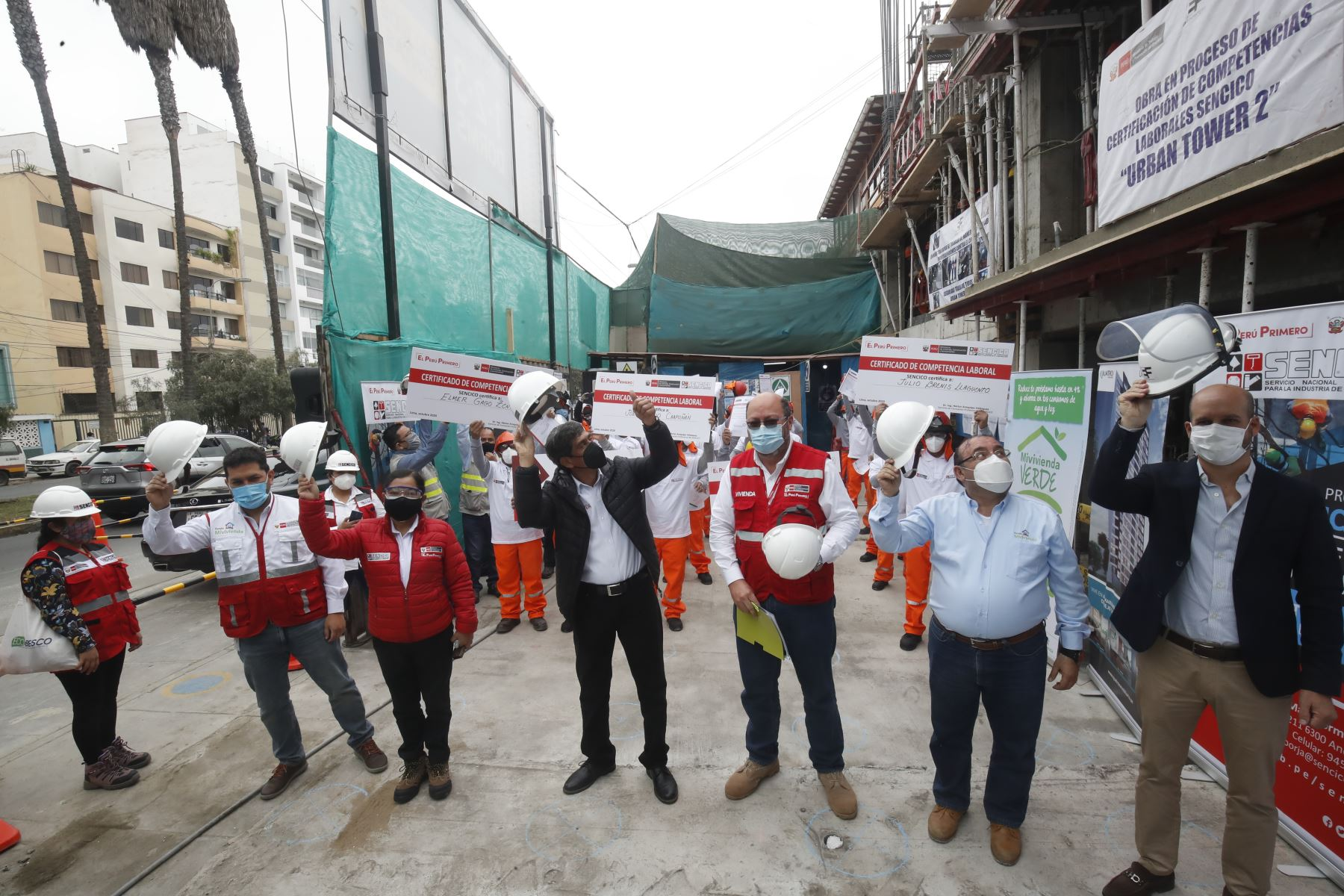El ministro de Vivienda, Construcción y Saneamiento, Carlos Lozada Contreras, entregará los Certificados de Competencias Laborales que el Servicio Nacional de Capacitación para la Industria de la Construcción (Sencico) proporciona a trabajadores de construcción civil. Foto: ANDINA/Juan Carlos Guzmán