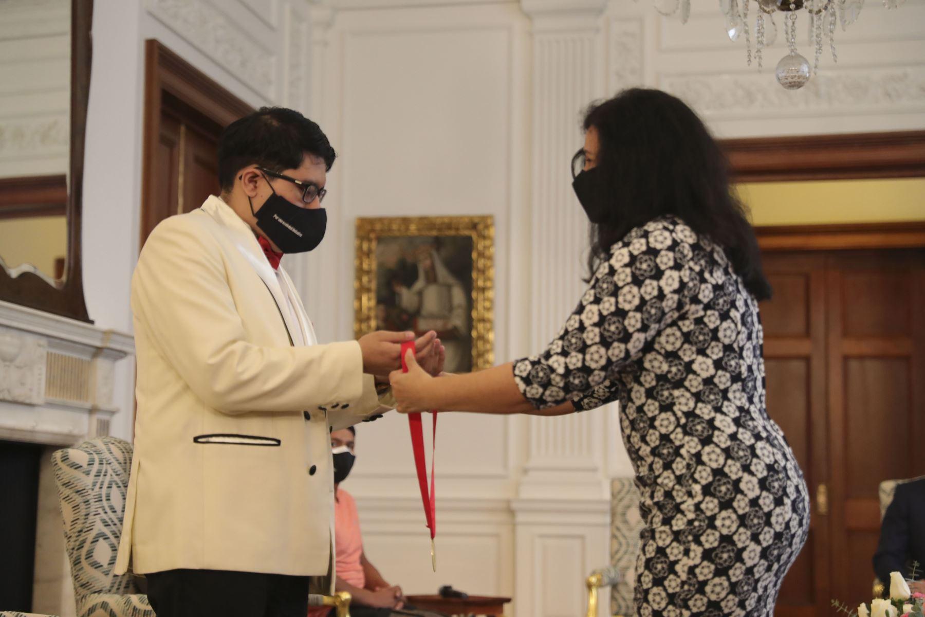 El Presidente de la República, Martín Vizcarra junto a la primera Dama de la Nación, Maribel Díaz; participa en la ceremonia por el Día Nacional de la Persona con Discapacidad.  Foto: ANDINA/ Prensa Presidencia