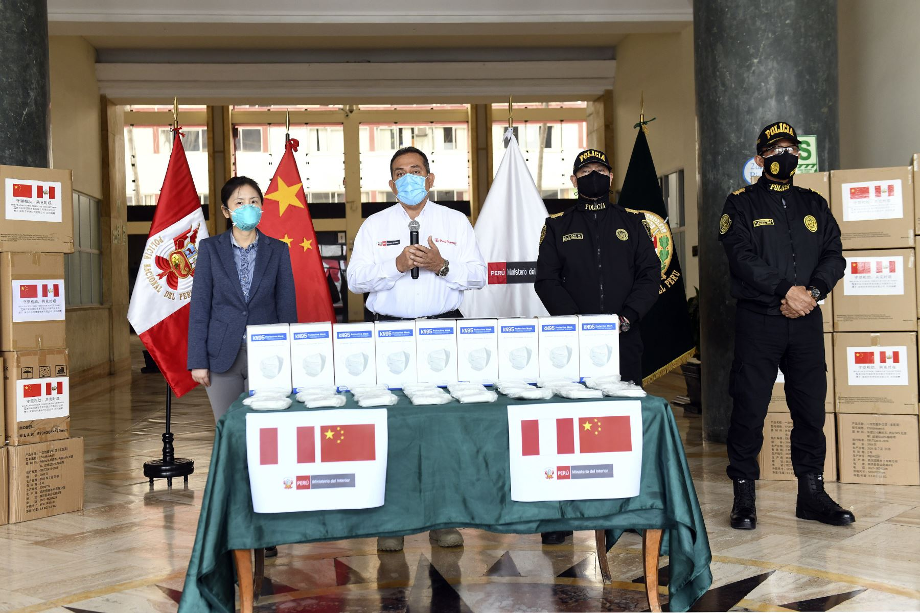The hand-over ceremony took place at Mininter headquarters and was led by Interior Minister Cesar Gentille. Photo: ANDINA/Interior Ministry
