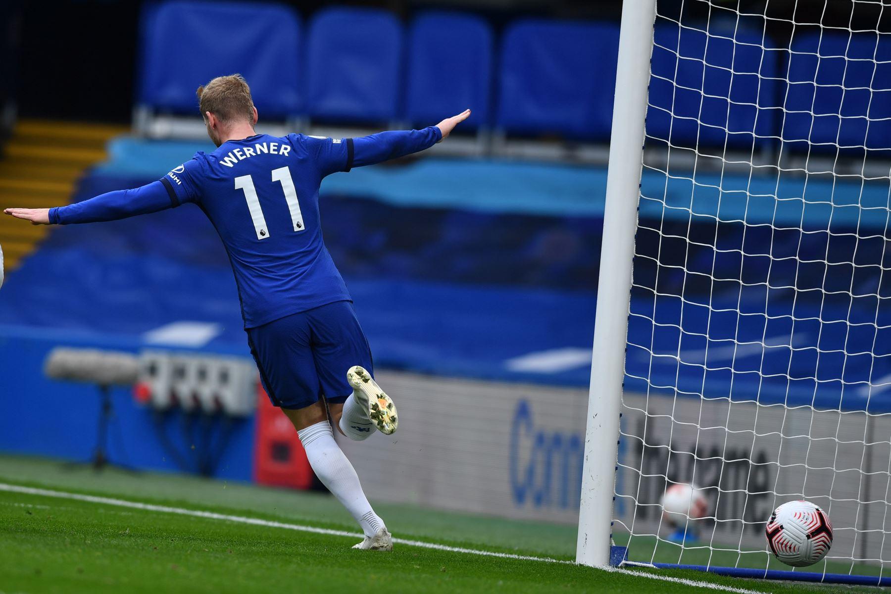 El delantero alemán de Chelsea, Timo Werner, celebra la puntuación durante el partido de fútbol de la Premier League en Stamford Bridge, Londres. Foto: AFP