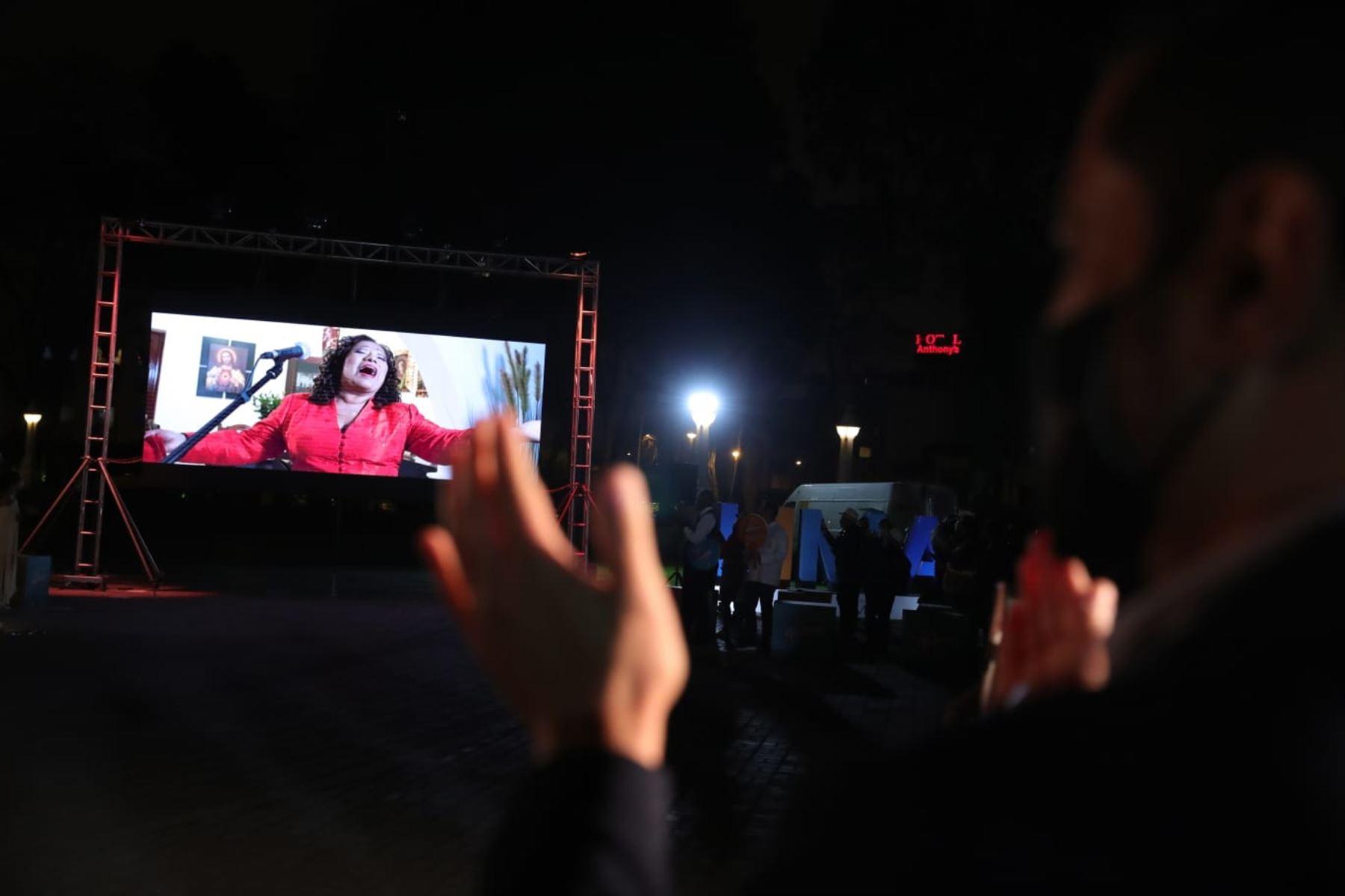 """El presidente de la República, Martín Vizcarra, participa en el lanzamiento de la Campaña de Turismo Interno """"Volver"""", en el Circuito Mágico del Agua. Foto : ANDINA/ Prensa Presidencia"""