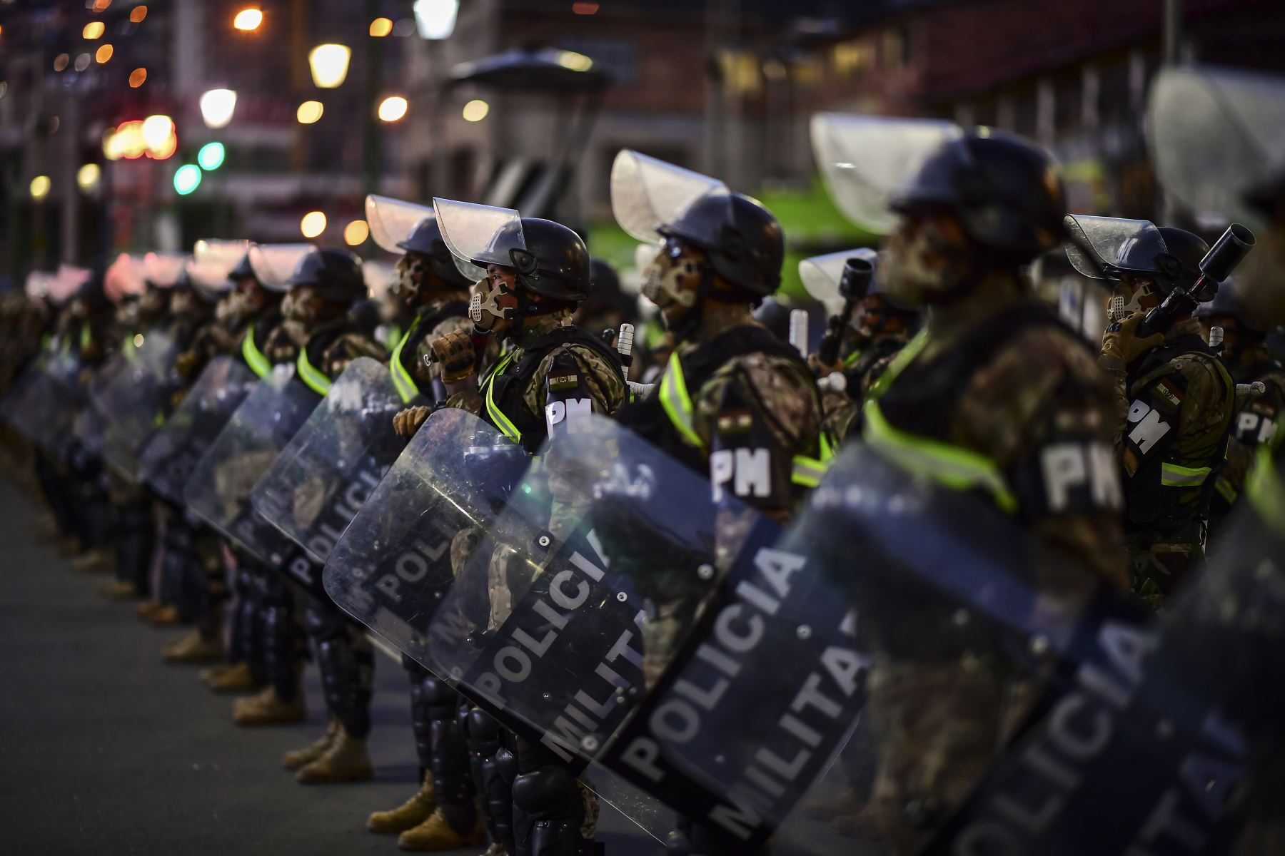 Los militares están desplegados en La Paz previo al inicio de las elecciones generales que se desarrollan en medio de la pandemia. Foto: AFP
