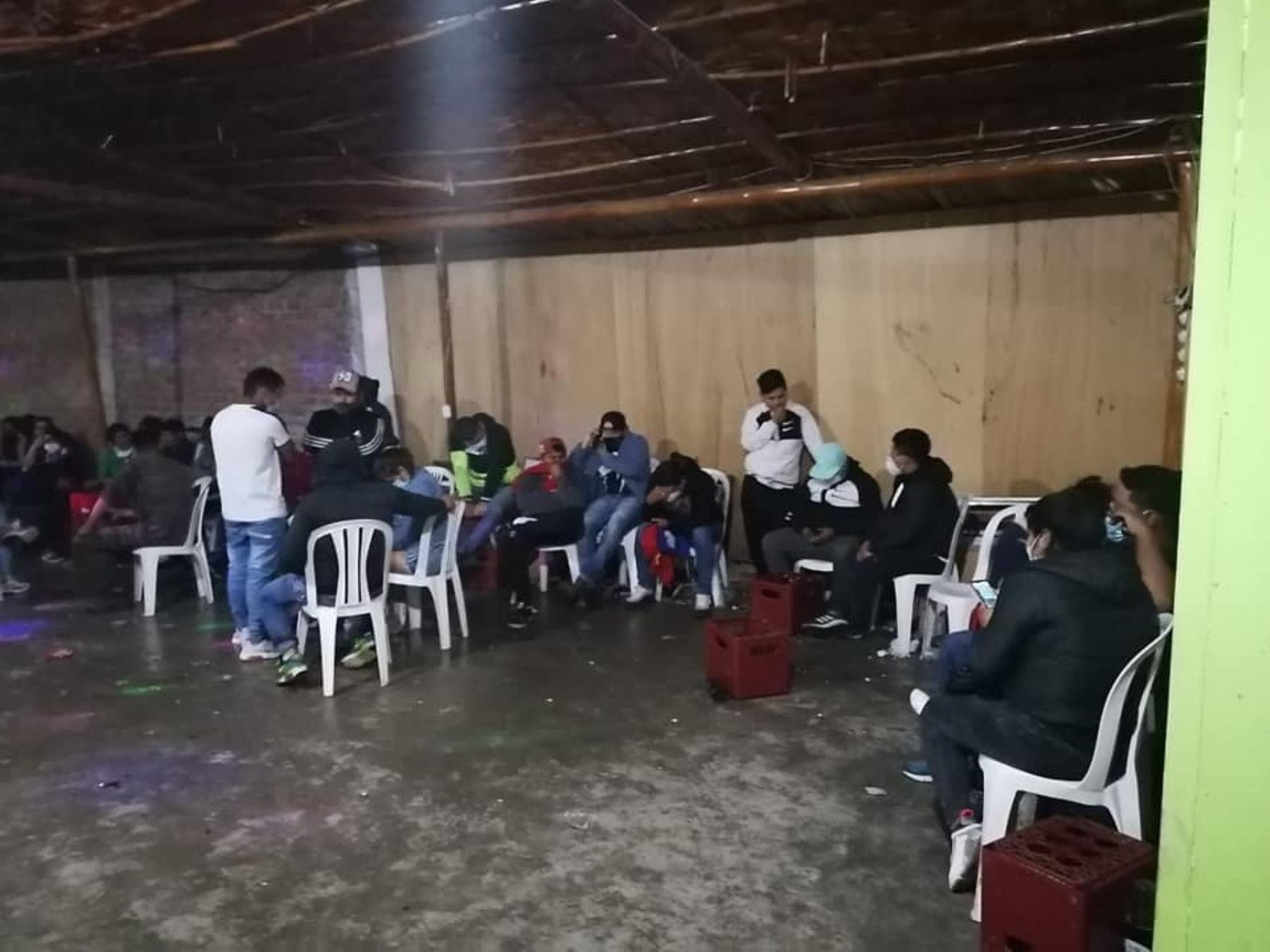 Policía Nacional intervino esta madrugada a 80 personas que participan de una fiesta en Chimbote, pese a la prohibición existente. ANDINA/Difusión