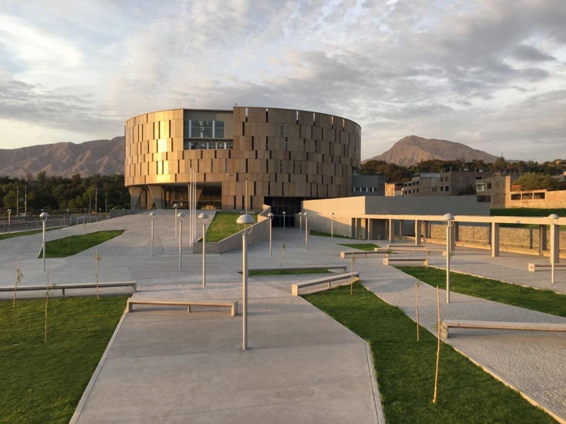 Nueva sede del Gobierno Regional de Moquegua gana premio de arquitectura.