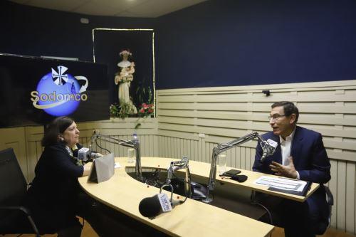 Presidente Martín Vizcarra brinda entrevista a Radio Santa Rosa