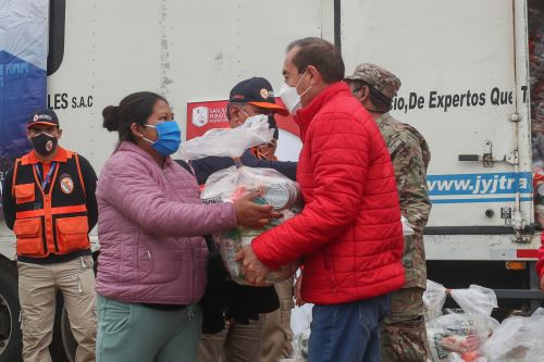 Entrega de Kits alimentarios para la población vulnerable de San Juan de Miraflores.