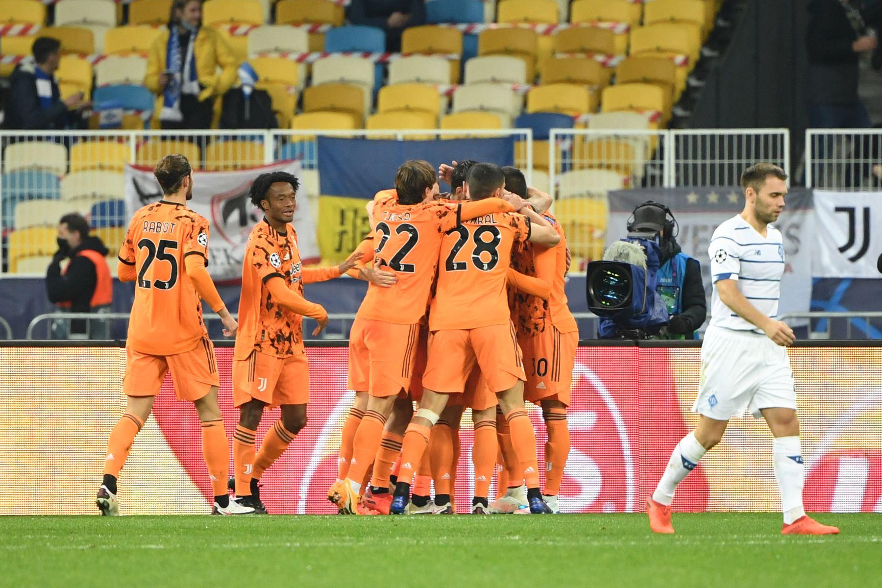Los jugadores de la Juventus celebran el gol de apertura anotado por el delantero español Álvaro Morata durante el partido contra Dinamo Kiev por el grupo G de la Liga de Campeones de la UEFA. Foto: AFP