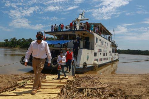 El presidente de la República, Martín Vizcarra,  supervisa  los servicios brindados por el BAP Napo en la Comunidad Nativa Nueva Soledad