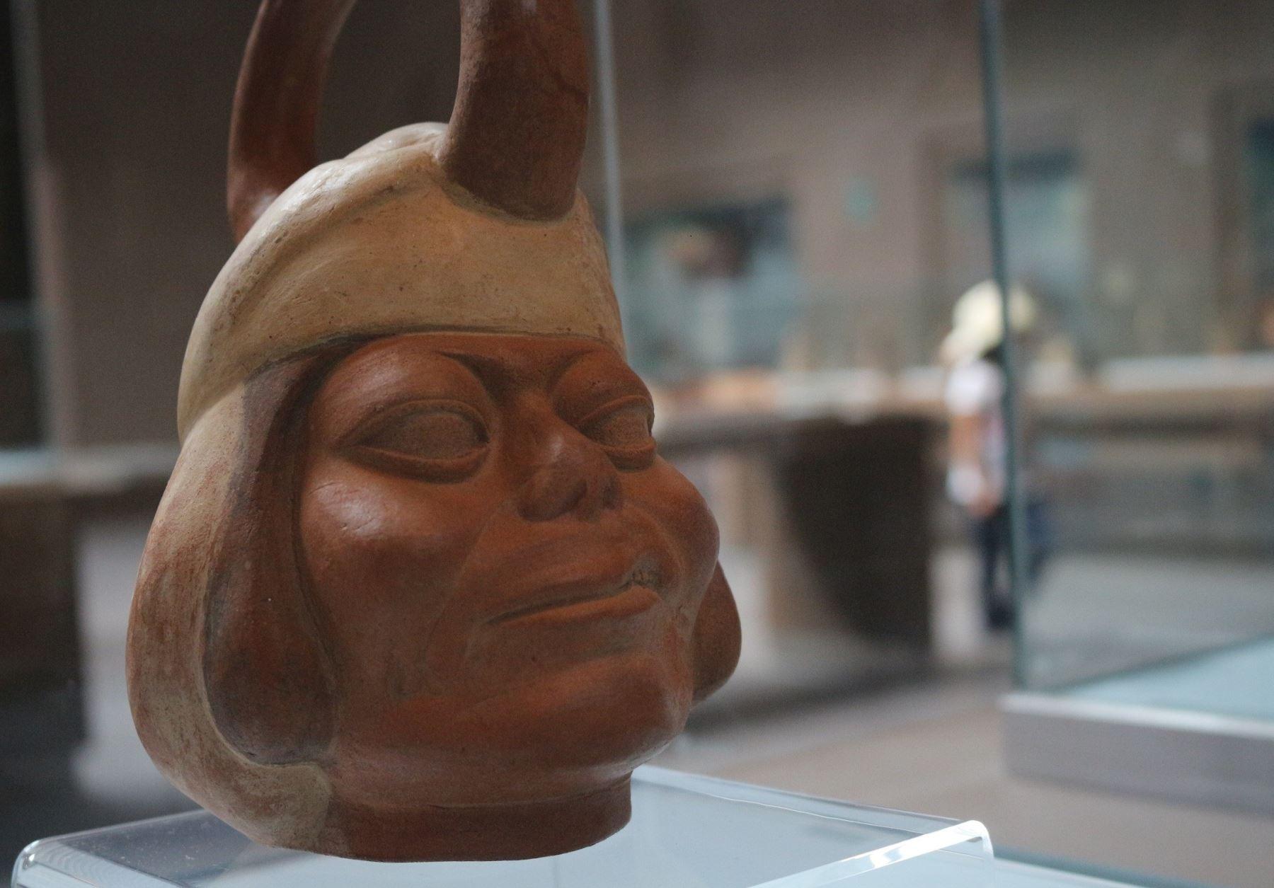 El museo de sitio del Proyecto Huacas de Moche, ubicado en Trujillo, restaurará un total de 1,350 piezas arqueológicas de esa cultura prehispánica con el Premio Fondo del Embajador 2020 que otorgó la embajada de Estados Unidos. ANDINA/Difusión