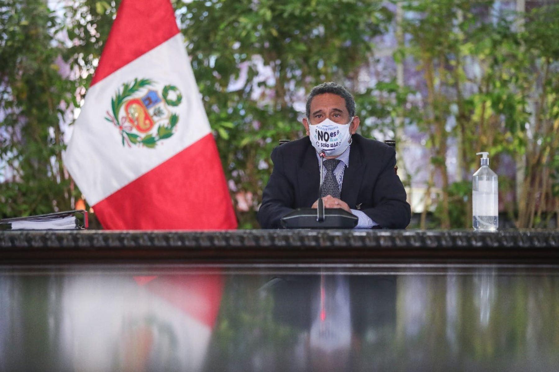 La ceremonia se lleva a cabo en el marco de una nueva sesión del Consejo de Ministros que se realiza desde la mañana en la sede del Ejecutivo. Foto: ANDINA/ Prensa Presidencia