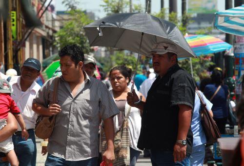 El aviso meteorológico del Senamhi, que tiene nivel de alerta amarillo, advierte que se esperan valores próximos a 34°C en la selva norte y centro, y registros de 33°C en la selva sur hasta el lunes 26 de julio.  ANDINA/Difusión