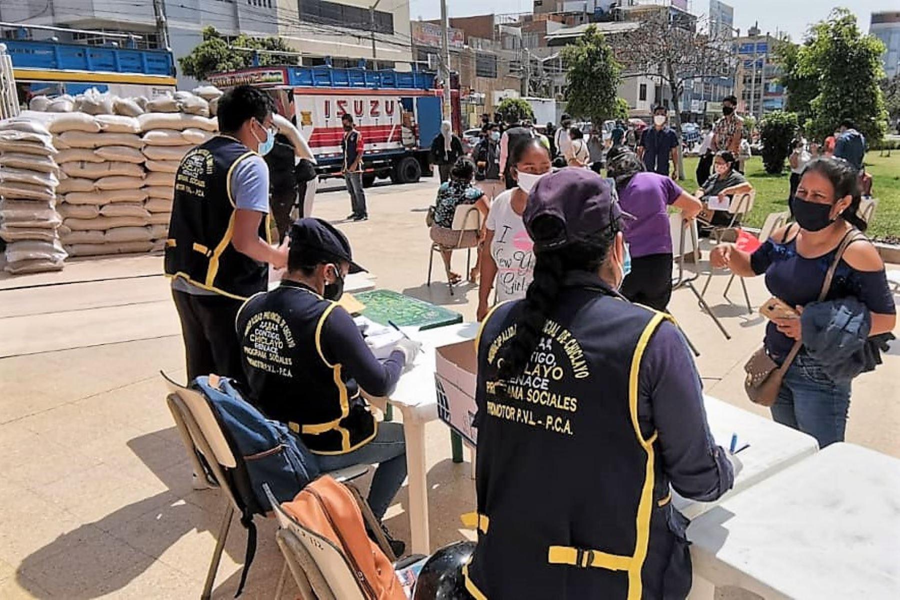 En Lambayeque, la municipalidad de Chiclayo entrega alimentos para comedores populares. Foto: ANDINA/Difusión
