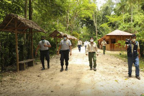 Los guías del Parque Nacional Tingo María tuvieron a su cargo pequeños grupos de visitantes para mostrarles los principales atractivos turísticos. Foto: ANDINA/Difusión