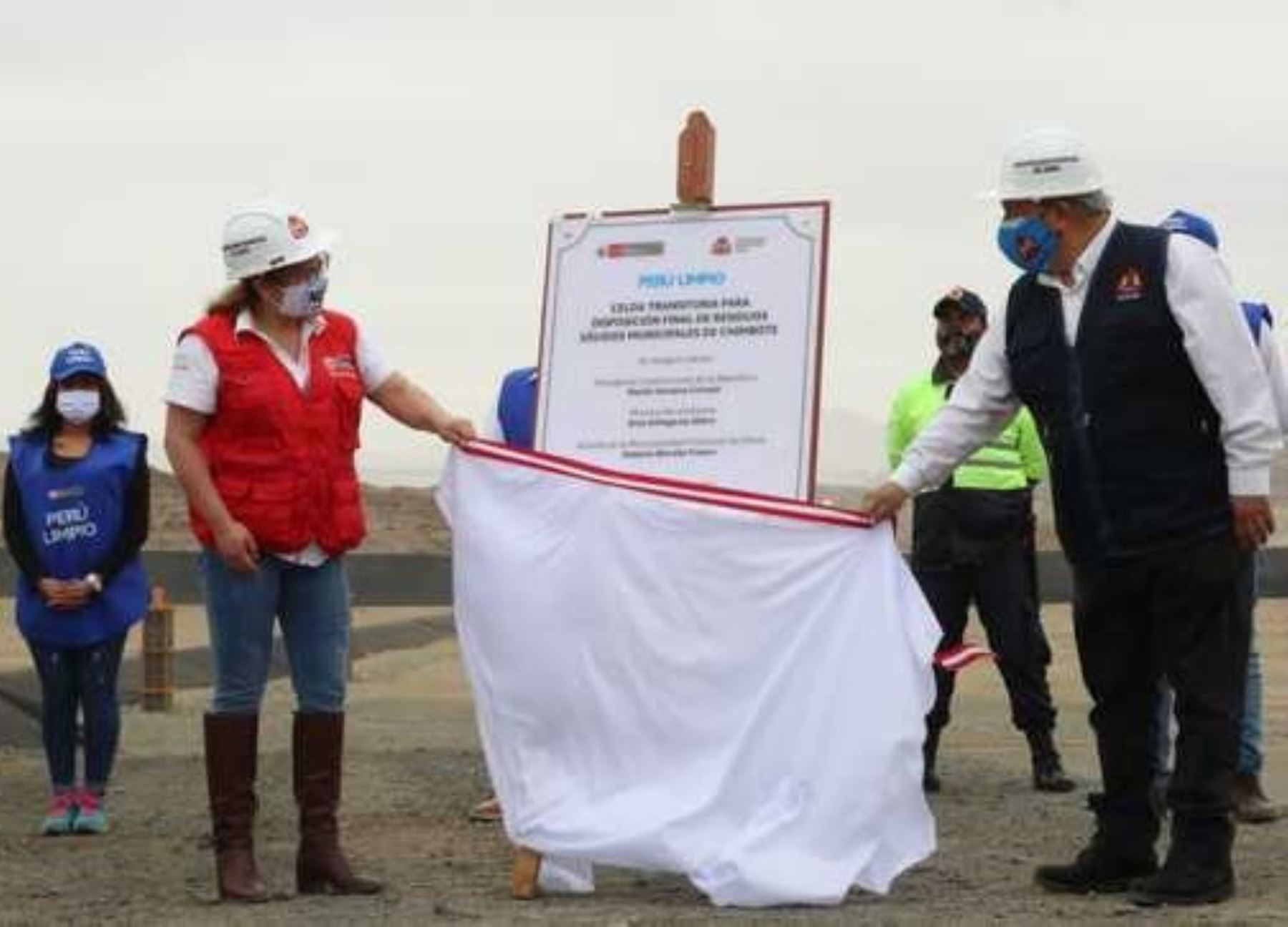 Ministra del Ambiente, Kirla Echegaray inauguró hoy una nueva infraestructura sanitaria en Chimbote que ayudará a mejorar la gestión de residuos sólidos en esa ciudad ubicada en Áncash. ANDINA/Difusión