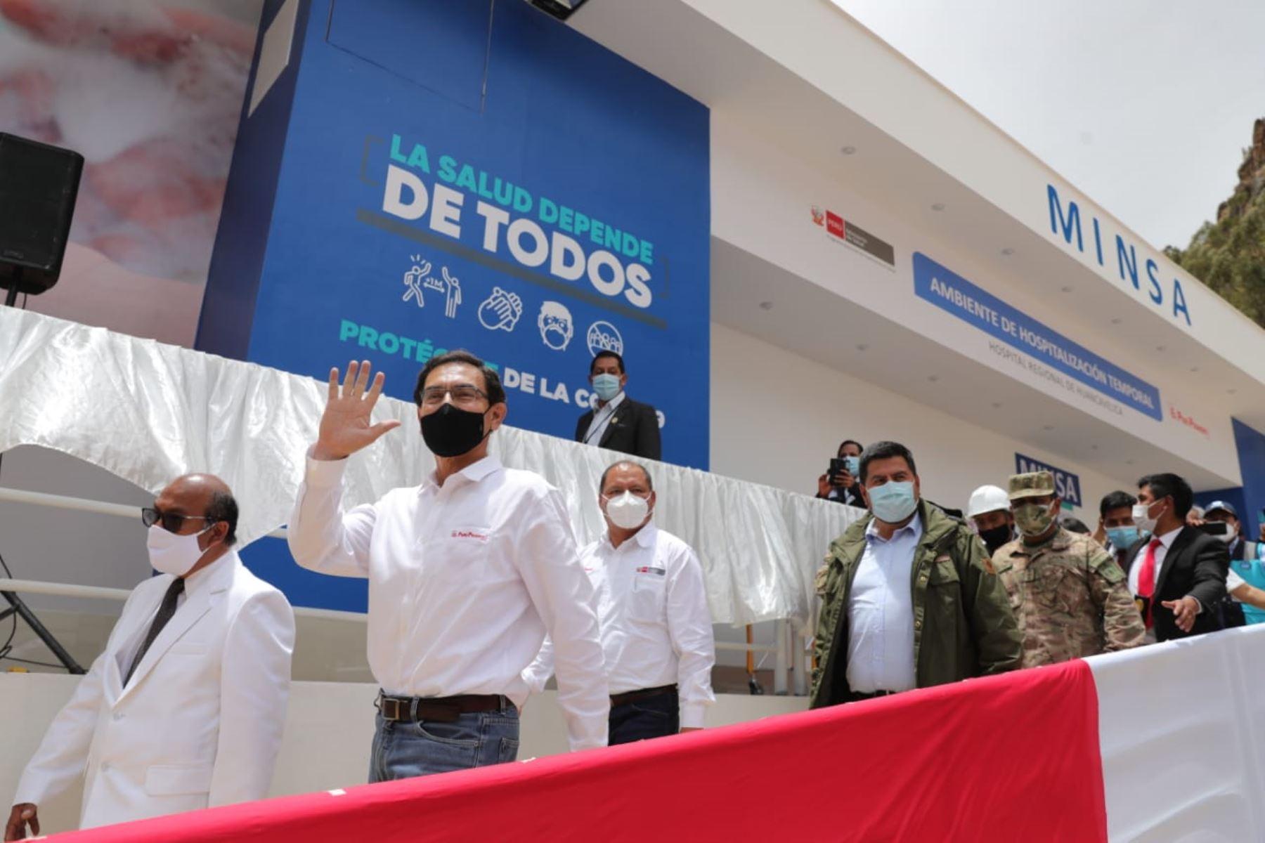 El presidente de la República, Martín Vizcarra, pone en marcha el Centro de Atención y Aislamiento Temporal de Huancavelica para la atención de pacientes con Covid-19. Foto: ANDINA/ Prensa Presidencia
