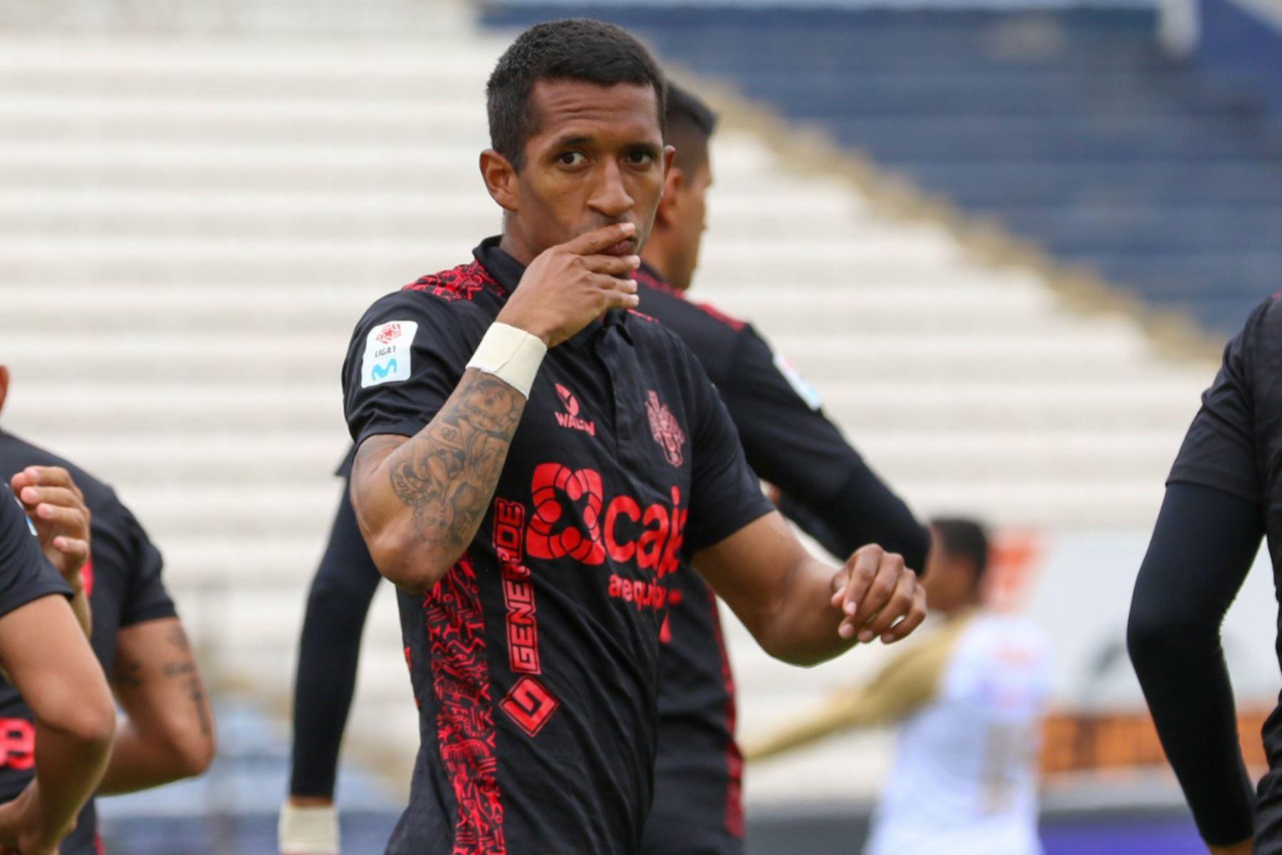 Jhonny Vidales de Melgar de Arequipa celebra luego de anotarle al Cusco F.C. por la primera fecha del grupo B de la Liga 1 en el estadio Alejandro Villanueva.  Foto: FPF