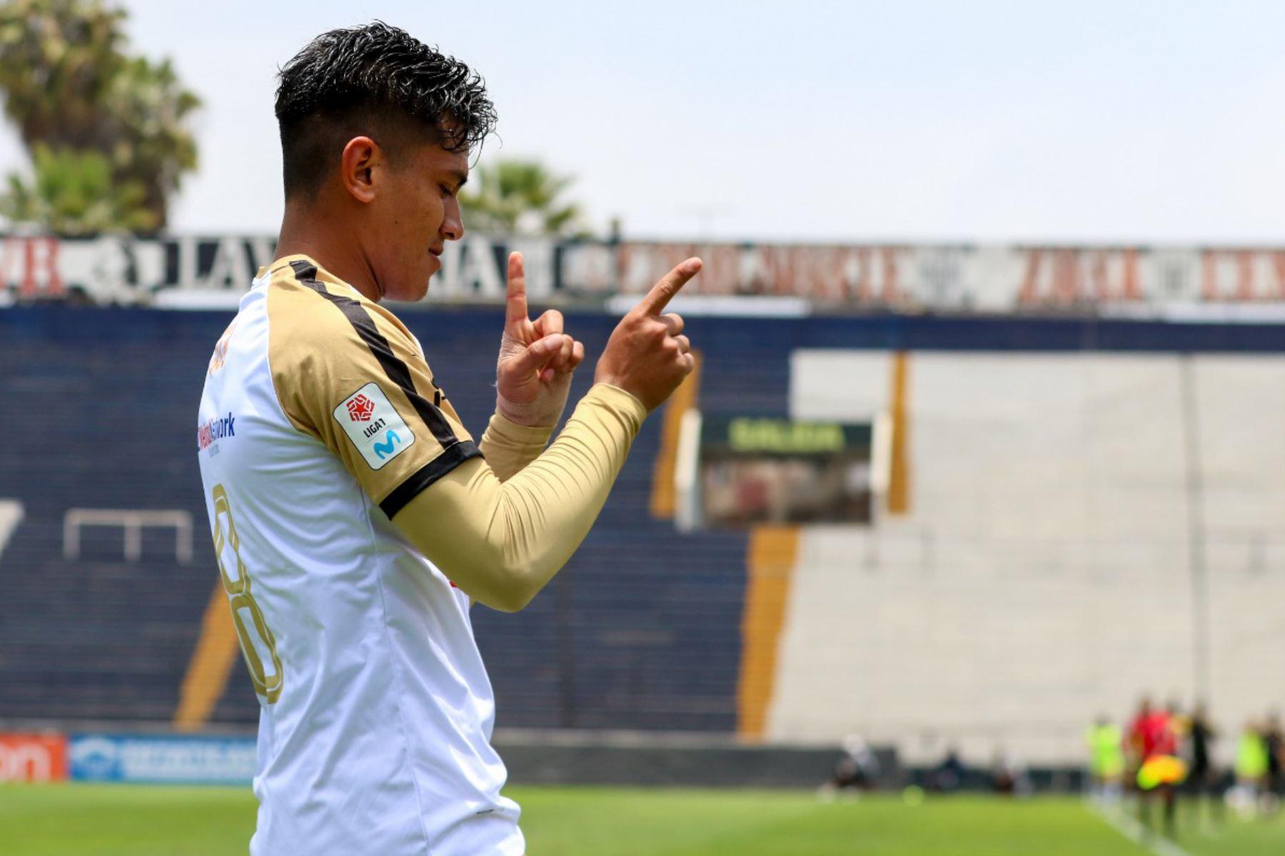 José Rivera de Cusco FC celebra luego de anotarle al Melgar de Arequipa por la primera fecha del grupo B de la Liga 1 en el estadio Alejandro Villanueva.  Foto: FPF