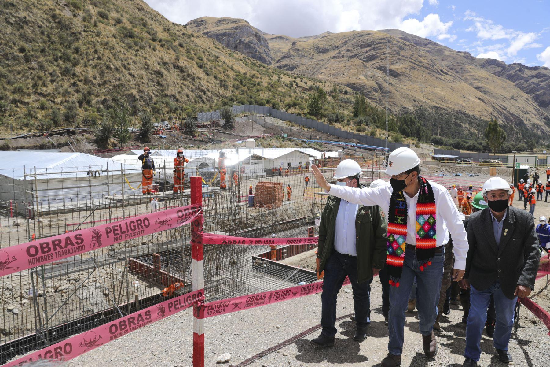 El presidente de la República, Martín Vizcarra, supervisa una serie de obras de salud en la región de Huancavelica, en el marco de las acciones descentralizadas que realiza el Gobierno para luchar contra la covid -19. Foto: ANDINA/ Prensa Presidencia
