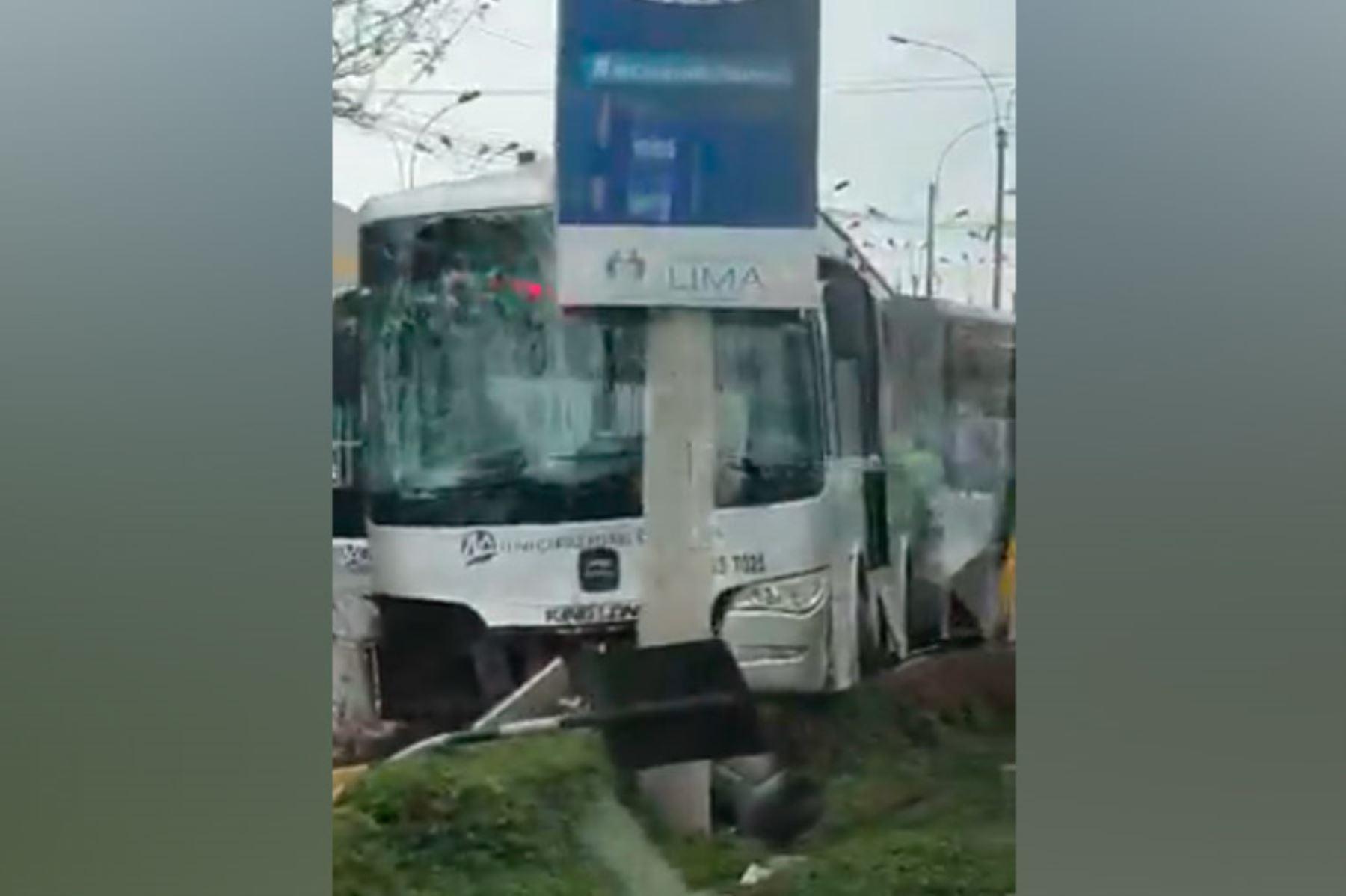 La ATU lamentó el accidente ocurrido en la vía troncal del Metropolitano, en el que resultaron afectados 15 usuarios. Foto: ANDINA/Internet