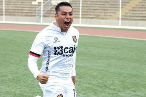 Con casi dos años en el club arequipeño, Omar Tejada deja el club ante el asombro de sus seguidores. Foto: Liga 1