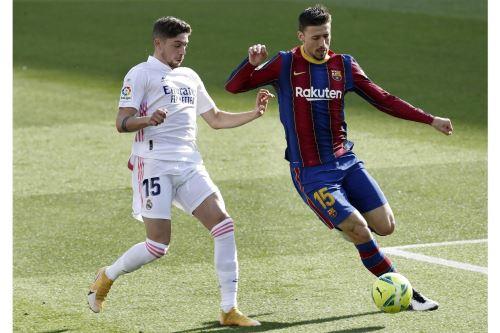 Barcelona y Real Madrid se enfrentan por la Liga Santander