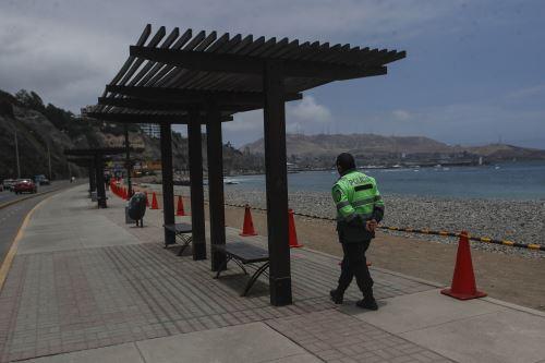 Policía Nacional controla el acceso a las playas de la Costa Verde