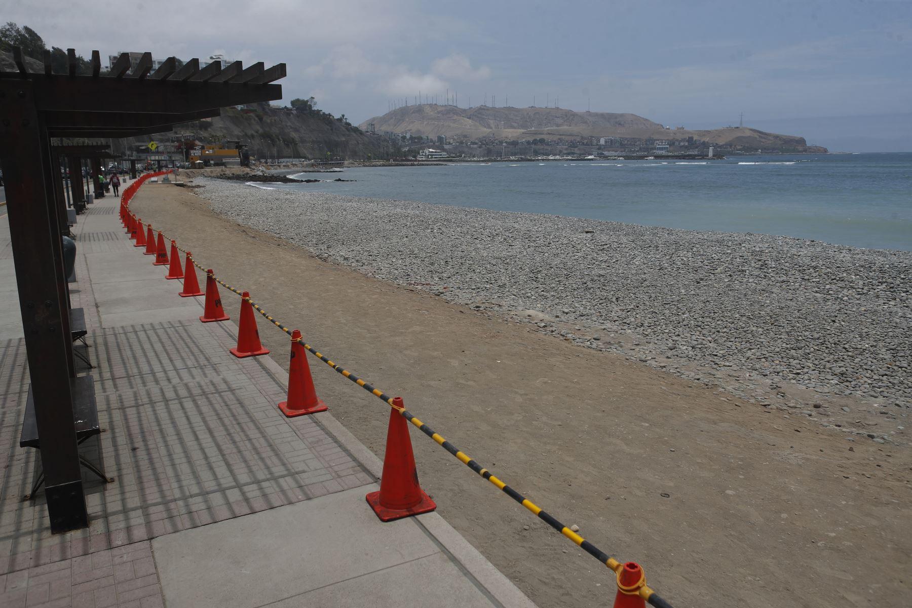 Restricción en las playas de la Costa Verde. Foto: ANDINA/Renato Pajuelo