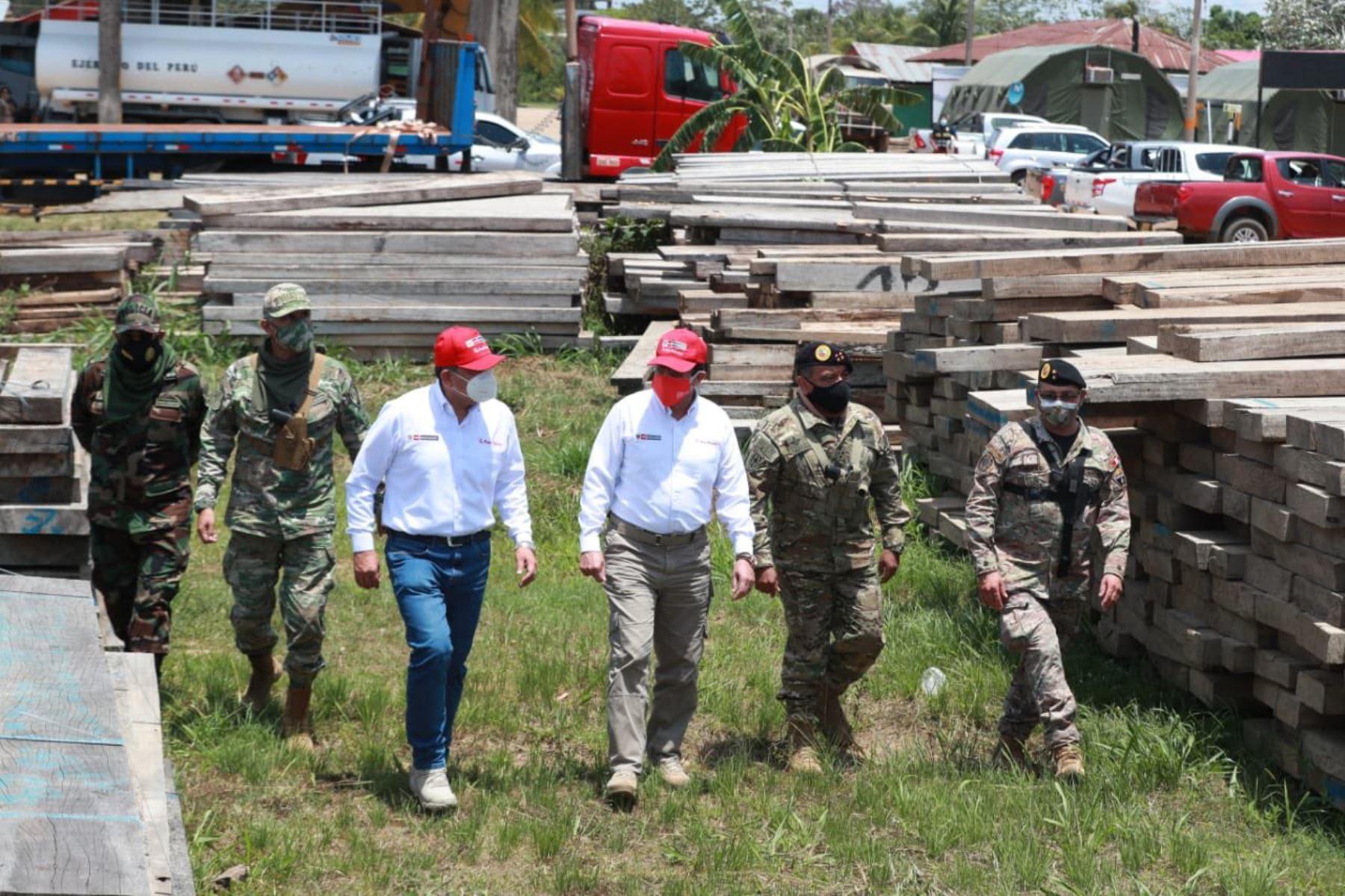 Los ministros de Defensa, Jorge Chávez, y del Interior, César Gentille, supervisaron hoy las acciones de las fuerzas del orden frente a la minería ilegal y otros delitos en la región Madre de Dios. Foto: ANDINA/ Mindef
