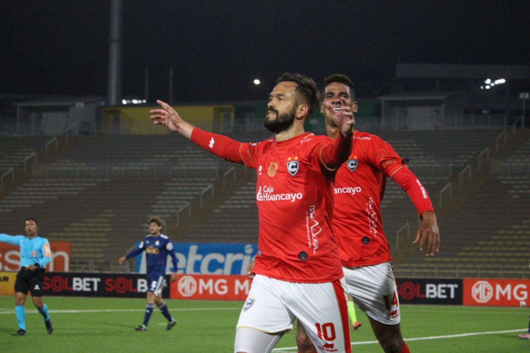 El delantero Luis García del Club Cienciano celebra su gol  ante Sporting Cristal,  en partido de la fecha 1 Fase 2 de la Liga Movistar, en el estadio UNMSM. Foto: ANDINA/ Liga 1 .