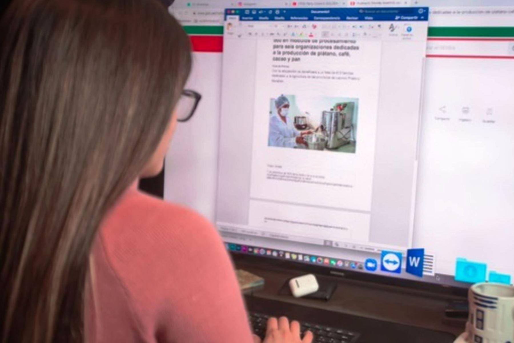 ¡Atención, jóvenes! Ofrecen 3,000 becas para fortalecer capacidades de las TIC. Foto: ANDINA/Difusión.